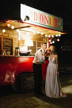 Anne and Staton are big fans of donuts, so their reception featured a truck that served the tasty treats along with hot apple cider and coffee. Bridal Shower Desserts, Wedding Desserts, Wedding Reception Decorations, Wedding Cakes, Donut Tower, Donut Bar, Christmas Donuts, Wedding Donuts, Wedding Cake Alternatives
