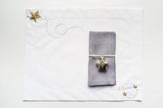 Notte Stellata Notte Dorata #ChristmasCollection 2016 #CentrotavolaMilano #HandmadeinItaly #crochet #linen #embroidery #stars #sky #placement #artandtable #napkin #napkinrings www.centrotavolamilano.it