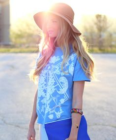 Perfect casual summer outfit - floppy hat, clutch, and patterned tee
