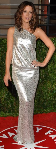 Which designer made Kate Beckinsale's jewelry and one shoulder silver dress that she wore to the 2010 Vanity Fair Oscar party hosted by editor Graydon Carter held at Sunset Tower in Hollywood? Jewelry designer – Neil Lane Dress – Kaufman Franco Spring 2010 gown Ring designer – Julia Cohen
