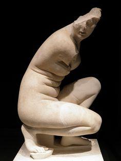 Crouching Aphrodite. Hadrian period copy of Greek original, mid 3rd century BC.