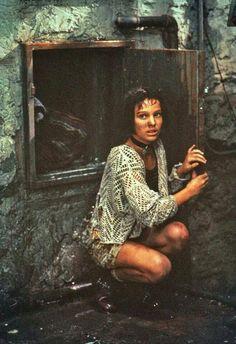 Natalie Portman as Mathilda - Leon the Professional, 1994 Pulp Fiction, Jean Reno Natalie Portman, Leon The Professional, Leon Matilda, Mathilda Lando, Nathalie Portman, Luc Besson, Grunge, Lolita