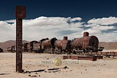 Train cemetery near Uyuni, Bolivia, South America  /  Eisenbahnfriedhof bei Uyuni, Bolivien, Suedamerika
