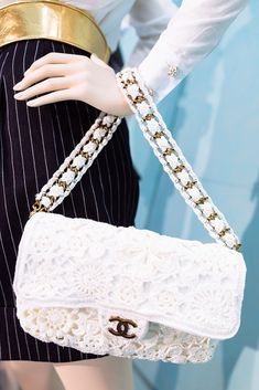 A Closer Look at Chanel's Spring/Summer 2015 Accessories Bag Crochet, Crochet Handbags, Crochet Purses, Channel Bags, Purses And Bags, My Bags, Diy Handbag, Chanel Spring, Knitted Bags