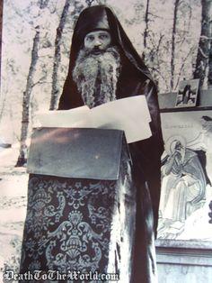 Hieromonk Seraphim giving a sermon. Orthodox Catholic, Orthodox Christianity, Orthodox Icons, Crucifix, Fathers, Photo S, Nova, Saints, Life