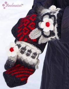 This is a mittens pattern from Anelmaiset. Mittens are knitted with soft and warm Alpakka Strömpegarn (alpaca- polyamid mix). And of course there are some flowers and other cute items added! Mittens Pattern, Knit Mittens, Crochet Socks, Fingerless Gloves, Arm Warmers, Ravelry, Christmas Stockings, Projects To Try, Homemade
