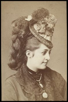 Victorian actress Marie de Grey, So. Victorian Hats, Victorian Women, Victorian Fashion, Vintage Fashion, Victorian Hairstyles, Vintage Hairstyles, Reine Victoria, Victorian Photography, 1870s Fashion