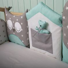 This is a really original take on cot bumpers - love the mint and grey colours and it looks as if each part can be separated and cuddled! Baby Bedroom, Baby Room Decor, Nursery Decor, Baby Bedding Sets, Baby Pillows, Quilt Baby, Sewing For Kids, Baby Sewing, Baby Cot Bumper