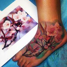 Cherry Blossom Tattoo - What makes the Asian tattoo so popular? - New Decoration ideas Arm Tattoo, Tattoo Hals, Foot Tattoos, Sleeve Tattoos, Flower Tattoo Foot, Flower Tattoo Shoulder, Tattoo Designs Foot, Flower Tattoo Designs, Tatu Baby