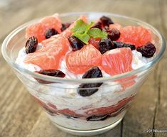 Overnight Oats with pink grapefruit, cranberries and yogurt. Rina Diet, Power Breakfast, Pink Grapefruit, Rolled Oats, Overnight Oats, Fruit Salad, Acai Bowl, Yogurt, Healthy Snacks
