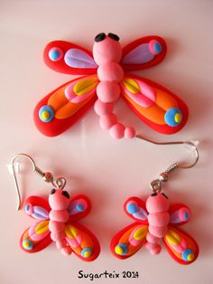 Broche y pendientes a juego de libélula-mariposa.  Si te gustan puedes adquirirlos en nuestra tienda on-line: http://www.mistertrufa.net/sugarshop/ Ver más en: http://mistertrufa.net/librecreacion/groups/jumping-clay/