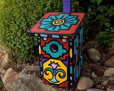 """*Dieses Vogelhäuschen habe ich extra für die 6. KunstRaubaktion mit dem Titel """"MusterHäuser"""" bemalt.  Als Inspirationsquelle dienten mir die Haus..."""