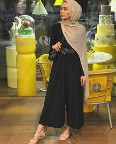 Basic black hijab outfit ideas hijab fashion мусульманская м Hijab Fashion Summer, Modest Fashion Hijab, Modern Hijab Fashion, Street Hijab Fashion, Modesty Fashion, Hijab Fashion Inspiration, Muslim Fashion, Mode Inspiration, Modest Outfits Muslim