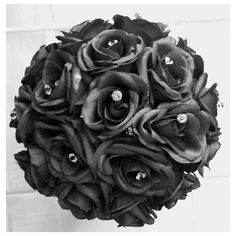 Wedding Bouquet Silk Black Roses Crystals Diamante Pins (205 BRL) ❤ liked on Polyvore featuring jewelry, brooches, pin brooch, pin jewelry, ribbon jewelry, bridal jewellery and rose jewellery