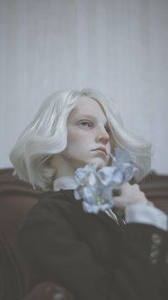 bjd by dollshe Modelo Albino, Photographie Portrait Inspiration, Portraits, Photo Reference, Interesting Faces, Bjd Dolls, Art Plastique, Ball Jointed Dolls, Doll Face