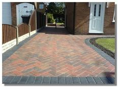 Do you need top quality block paver in Broxbourne? Regency Uk Builders provide high class and superior block paver Broxbourne. They have extensive series of block paver and this great facility is provided at very economical prices. Driveway Tiles, Block Paving Driveway, Driveway Paving, Brick Paving, Driveway Design, Driveway Landscaping, Stone Driveway, Front Driveway Ideas, Front Path