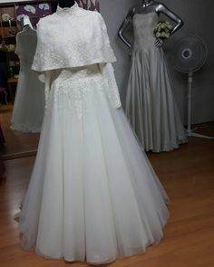 Muslim Wedding Gown, Hijabi Wedding, Muslimah Wedding Dress, Disney Wedding Dresses, Hijab Bride, Muslim Brides, Pakistani Wedding Dresses, White Wedding Dresses, Bridal Hijab Styles