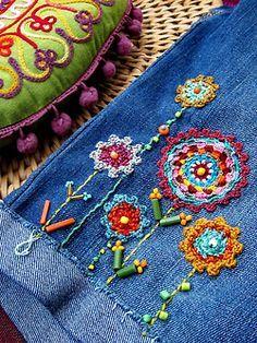 Crochet appliqués and embroidery on denim jeans. So vintage / and Embroidery Applique, Beaded Embroidery, Cross Stitch Embroidery, Embroidery Patterns, Machine Embroidery, Crochet Patterns, Beginner Embroidery, Embroidery Thread, Floral Embroidery