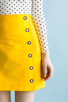 que saia mais linda Women's Pencil Skirt Sewing Pattern for the Arielle Printed Skirt Pattern from Tilly & The Buttons Skirt Patterns Sewing, Clothing Patterns, Skirt Sewing, Coat Patterns, Blouse Patterns, Diy Clothing, Sewing Clothes, Sewing Coat, Diy Rock