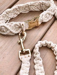 Diy Dog Collar, Pet Collars, Collar Macrame, Macrame Art, Cat Accessories, Macrame Patterns, Make And Sell, Leather Cord, Doggies