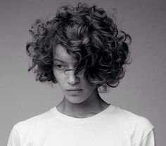 Short curly hair 2018 - New Hair Styles ideas Thick Curly Hair, Curly Hair Cuts, Wavy Hair, Short Hair Cuts, Curly Hair Styles, Fine Hair, Pixie Cuts, Wavy Curls, Round Face Curly Hair