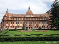 Aflatla 170 km de Bucuresti, orasul Brasov este situat in inima tarii si isi intampina turistii in fiecare sezon cu aceeasi frumusete. Centrul vechi are cladiricolorate, bine intretinute, restau…
