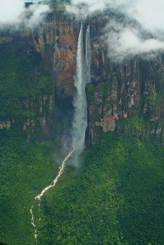 El Salto Angel, la caída de agua más alta del mundo está ubicado en la Gran Sabana, Venezuela