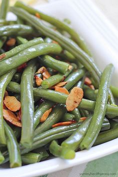 Lemon Green Beans Amandine - an easy and delicious side dish! Green beans seasoned with butter, salt, pepper, lemon juice & zest, and almonds. Best Side Dishes, Healthy Side Dishes, Easy Healthy Dinners, Side Dish Recipes, Easy Dinner Recipes, Healthy Recipes, Veggie Dishes, Healthy Foods, Baked Green Beans