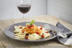 Ravioli de queso y lacón con salsa de verduras
