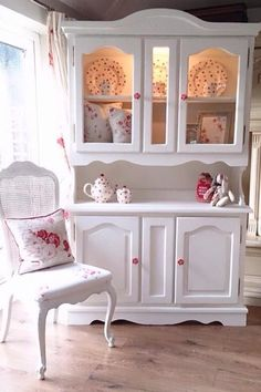 5 cool and safe ideas: Shabby Chic Apartment Decor glasses shabby chic mirror Shabby Chic Apartment, Shabby Chic Living Room, Shabby Chic Bedrooms, Shabby Chic Kitchen, Shabby Chic Homes, Shabby Chic Furniture, Shabby Chic Vanity, Shabby Chic Interiors, Vintage Furniture
