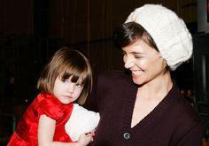 Ela cresceu: Suri Cruise faz rara aparição com Katie Holmes