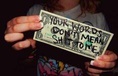 Una persona que tiene dinero cambia, por que tiene miedo a conocer su realidad.. sigue siendo como los demas..