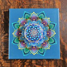 Mandala de roca del río pintado por RobynRohl en Etsy