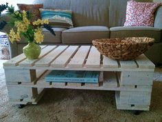 Here's an extremely simple coffee table that was made of two pallets stacked one on top of the other. Then some casters were added and it was done. It's a perfectly usable coffee table, with a rustic look. It also comes with a very practical shelf for things like books, magazines or anything else you might want to store there. You can paint the table in any color you want.