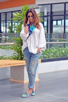 Ripped Jeans and White Cami The_Market_Girl_PeterKent_CurrentElliott_KillerQueen_Ninewest_turquezadiseños