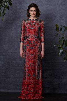 Getting Lost in a Shady Garden: Marchesa Notte Pre-Fall 2018 – Livemaster Fall Fashion Trends, Red Fashion, Fashion Beauty, Marchesa, Elegant Dresses, Pretty Dresses, Fall Formal Dresses, Beautiful Gowns, Beautiful Outfits