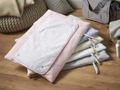 Have you bagged yourself a Roly Poly Travel & Change Mat® yet? The most innovative mat for nappy changes on the go! Feeding Pillow, Baby Changing Mat, Terry Towel, Support Pillows, Tummy Time, Nursery Bedding, New Parents, Slipcovers, All The Colors