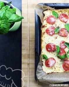 Low Carb Rezept für eine selbstgemachter Low-Carb Pizzateig aus Blumenkohl. Wenig Kohlenhydrate und einfach zum Nachkochen. Super für Diät/zum Abnehmen.