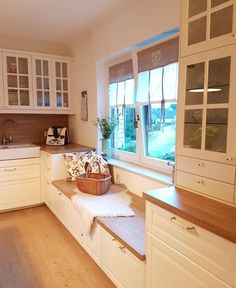 All Details You Need to Know About Home Decoration - Modern Kitchen Family Rooms, Home Decor Kitchen, Kitchen Interior, Home Kitchens, Home Room Design, Farmhouse Style Kitchen, Beautiful Kitchens, House Rooms, Home And Living