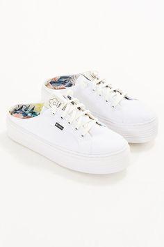 7ae9516e89 94 melhores imagens de FARMRIO calçados tênis sandálias