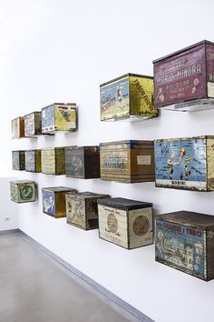 Tin boxes used for storage and transportation of the gelato cones