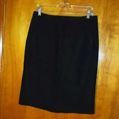 LOFT pencil skirt LOFT black pencil skirt size 6 with hidden back zipper, back slit and front welt pockets. Length 22.5 inches. Excellent used condition. LOFT Skirts Pencil