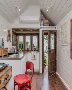 A high-end, custom tiny house on wheels built by New Frontier Tiny Homes in Nash. A high-end, custom tiny house on wheels built by New Frontier Tiny Homes in Nashville, Tennessee. House Design, Small Spaces, Home, Small Room Design, Building A House, Alpha Tiny House, House Design Kitchen, House Interior, Little Houses