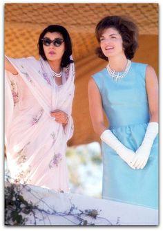 """Secretário de Estilo para a Casa Branca  """"Oleg, você está, e estará na história da moda, o designer que criou a imagem indelével e elegante para a primeira-dama.   http://sergiozeiger.tumblr.com/post/116148739153/oleg-cassini-11-de-abril-de-1913-17-marco-de  Você deve estar orgulhoso de sua conquista, você é o designer que inaugurou o estilo dela """"- Suzy Menkes editora de Moda ;. International Herald Tribune ., 2003  A nomeação de Cassini por Jacqueline Kennedy como seu estilista exclusivo…"""