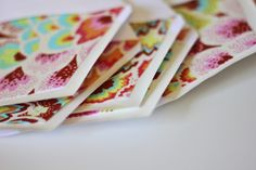 Ucreate: Creative Guest: Lined Envelopes by Sew Kate Sew. Great way to use up my scraps of fabric! Fabric Envelope, Diy Envelope, Envelope Liners, Fabric Yarn, Fabric Scraps, Scrap Fabric, Sewing Toys, Sewing Crafts