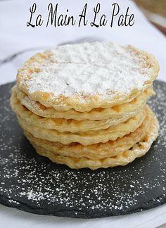 Gaufrettes à la confiture ou chocolat avec pâte feuilletée.