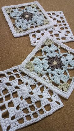 How to Crochet a Solid Granny Square - Crochet Ideas Crochet Square Patterns, Crochet Blocks, Crochet Squares Afghan, Crochet Motif, Crochet Doilies, Crochet Flowers, Crochet Stitches, Granny Squares, Crochet Home