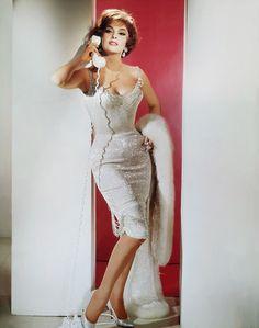 Gina Lollobrigida. Wish I knew where to get a dress like this!