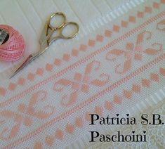 Finalizando a semana com mais um modelo @pepamagalhaes19 #bordadoamao #pontoreto #embroidary #toalhaderosto #embroidered