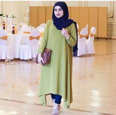 Long grean tea dress mix with jeans and simple hijab #keep #syari'i